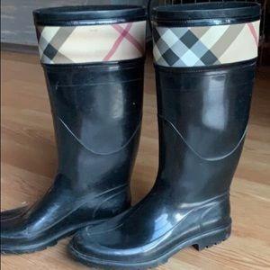 Burberry rain boots. Hardly worn. Size 8!